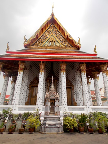 Small temple outside Wat Arun