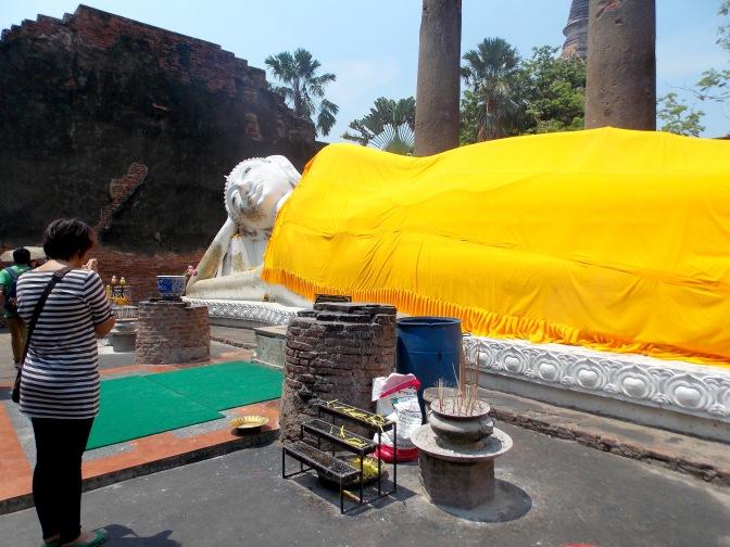 Praying to Reclining Buddha - Wat Yai Chai Mongkhon
